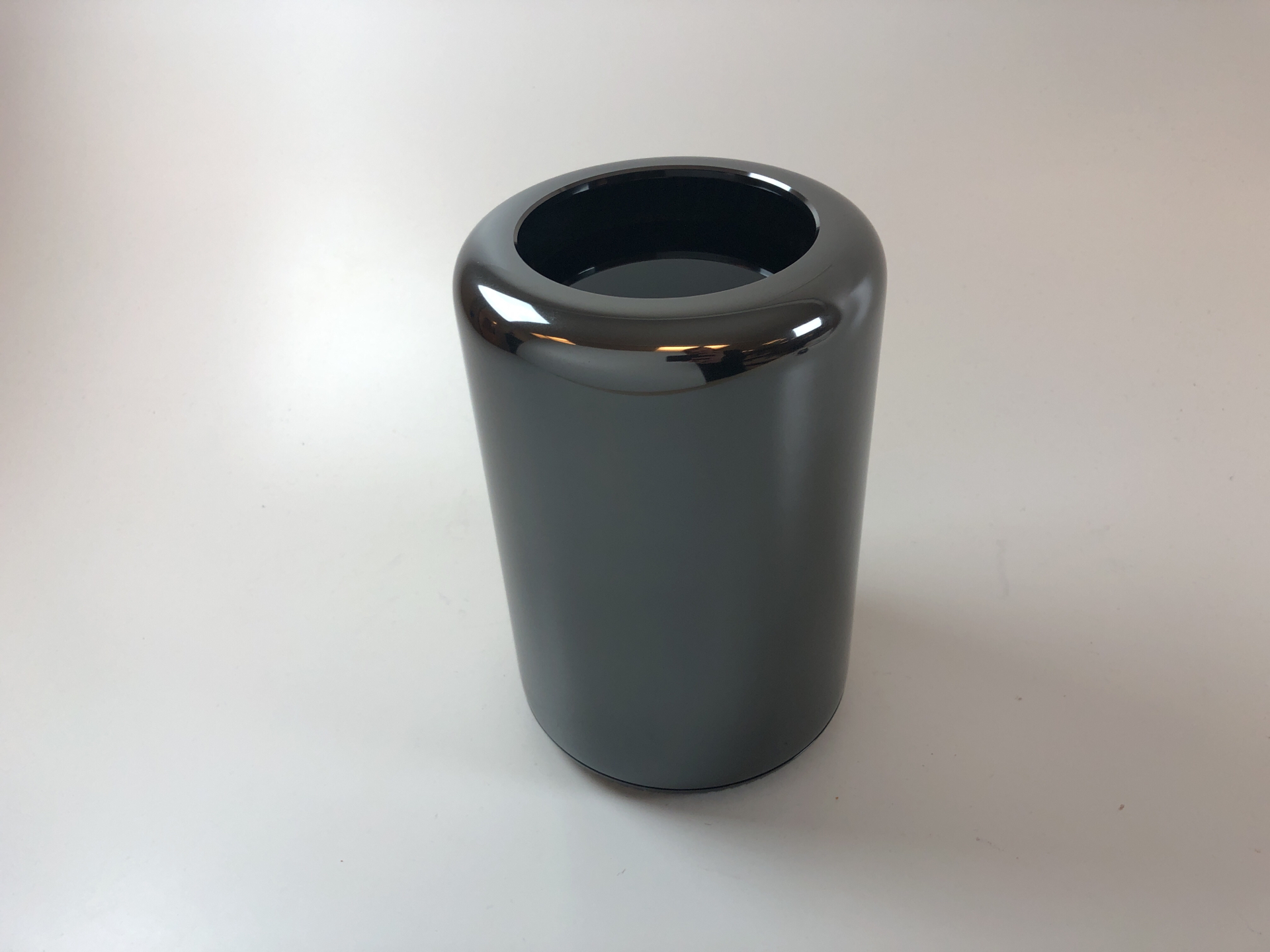 Mac Pro Late 2013 (Intel 8-Core Xeon 3.0 GHz 32 GB RAM 512 GB SSD), Intel 8-Core Xeon 3.0 GHz, 32 GB RAM, 512 GB SSD, Bild 1