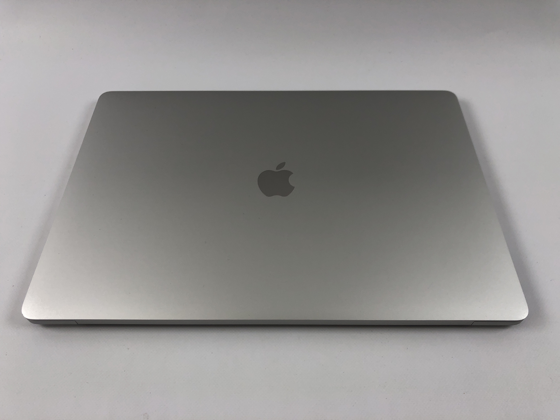 "MacBook Pro 16"" Touch Bar Late 2019 (Intel 8-Core i9 2.3 GHz 16 GB RAM 1 TB SSD), Silver, Intel 8-Core i9 2.3 GHz, 16 GB RAM, 1 TB SSD, Bild 2"