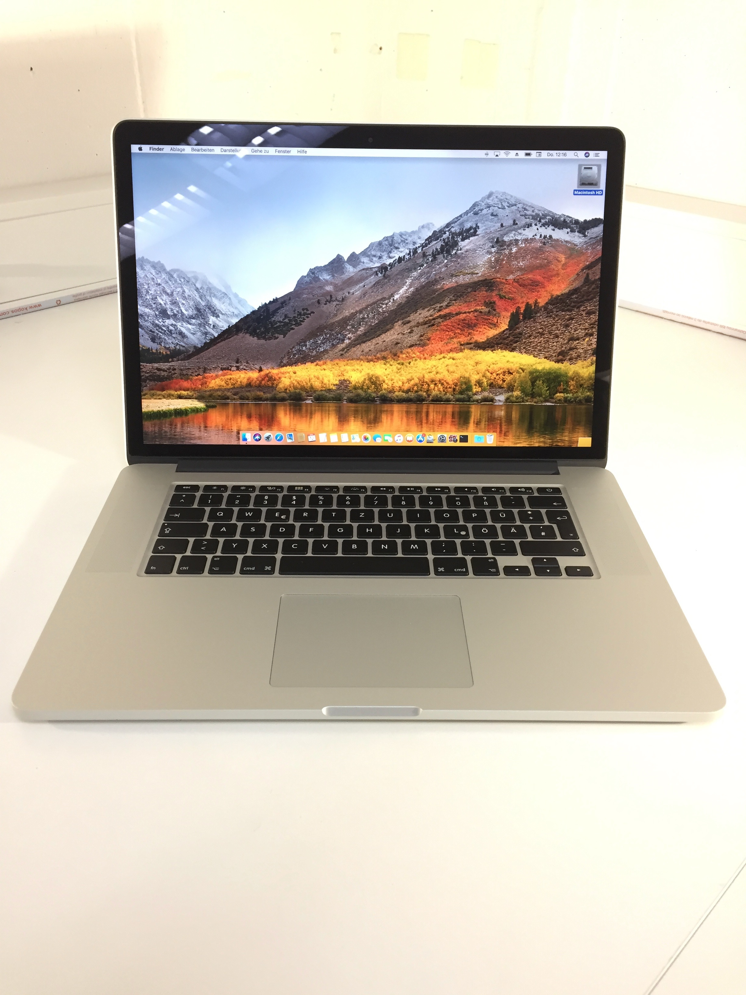 MacBook Pro 15-inch Retina, 2.2 GHz Intel Core i7, 16 GB, 256 GB Flash, Bild 1