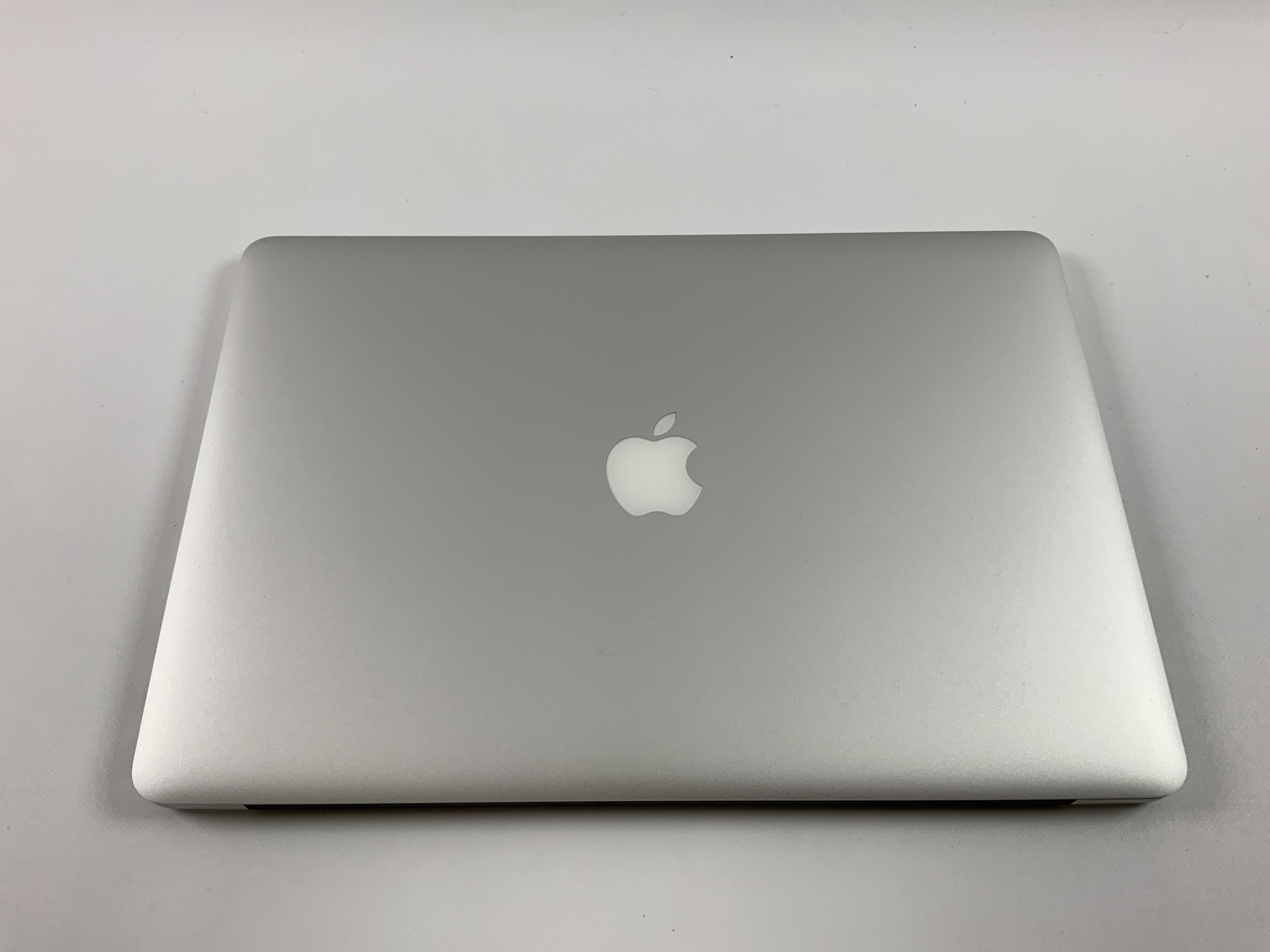 "MacBook Pro Retina 15"" Mid 2015 (Intel Quad-Core i7 2.2 GHz 16 GB RAM 1 TB SSD), Intel Quad-Core i7 2.2 GHz, 16 GB RAM, 1 TB SSD, Kuva 2"